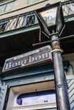 Ruciany Bourbone znak uliczny na latarni ulicznej na Bourbone ulicie w Nowy Orlean zdjęcia stock