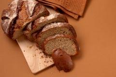 Ruciany chleb na stole zdjęcie royalty free