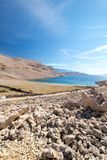 Rucica strandsikt på ön av Pag i Kroatien arkivfoton