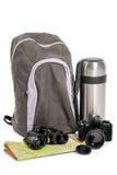Rucksack und Ausrüstung für Tourismus weekend, auf einem Weiß Stockfotografie