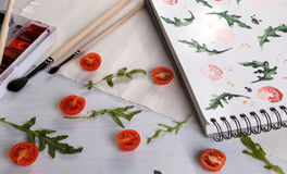 Rucola di American National Standard dei pomodori ciliegia Fotografie Stock Libere da Diritti