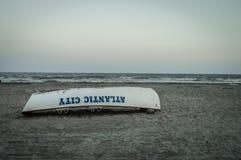 Ruderboot auf Strand Stockfotografie