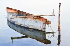 Ruderboot und Reflexion Stockfotos