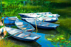 Ruderboote im Teich Stockbild