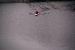 Rudern auf dem Arno-Fluss lizenzfreie stockfotos