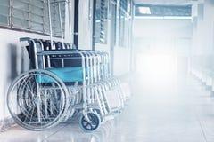 Rudern Sie Rollstühle im Krankenhaus, die Rollstühle, die auf geduldige Dienstleistungen warten stockfotos