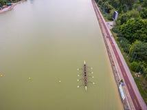 Rudernde Bootsvogelperspektive des Teams acht Stockbilder