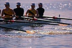 Rudersport-Team der Frauen spritzt Stockfotos