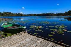 Rudersportboot auf einem See Lizenzfreie Stockfotos