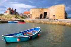 Rudersportboot und Kalkbrennöfen stockbild