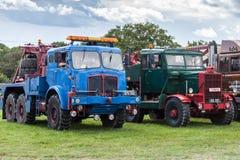 RUDGWICK, SUSSEX/UK - 27. AUGUST: Alte LKWs auf Anzeige am R stockfotografie