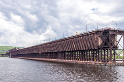 Rudny ładowacz w St ludwika zatoce przy Duluth dokuje Fotografia Stock