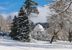 Rudolf pramen kolumnada w zimie Zdrój grodzki Marianske Lazne zdjęcie stock