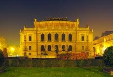 Rudolfinum - muziekauditorium in Praag stock afbeelding