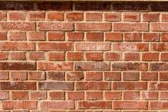 Rudopomarańczowy ściana z cegieł z cieniami Zdjęcie Stock