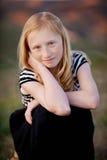 Rudzielec dziewczyna w polu obraz royalty free