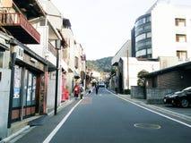 Rue à Kyoto allant au temple de kyomizudera image libre de droits