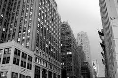 Rue à New York City noir et blanc photos libres de droits