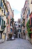 Rue à un centre de Venise photos stock