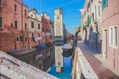 Rue à Venise - en Italie photographie stock