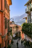 Rue étroite à Bellagio, Italie Image stock