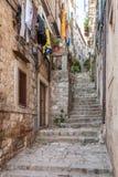 Rue étroite dans la vieille ville de Dubrovnik Image libre de droits