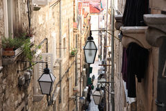 Rue étroite dans la vieille ville Dubrovnik, Croatie Images libres de droits