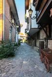 Rue étroite dans la ville antique de Nessebar Bulgarie Photo libre de droits