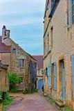 Rue étroite de Vezelay chez la Bourgogne Franche Comte dans les Frances Photo libre de droits