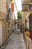 Rue étroite de vieux Budva, Monténégro Image libre de droits