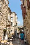 Rue étroite de vieux Budva, Monténégro Photos libres de droits