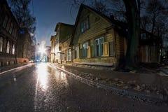 Rue étroite par nuit d'hiver Photographie stock libre de droits