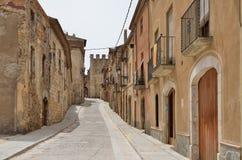 Rue antique de la ville espagnole Montblanc Photographie stock libre de droits
