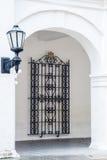 Rue antique latern et grille de fenêtre Images stock