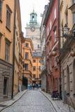 Rue au centre de la ville historique de l'île stan de gamla de Stockholm, Suède photographie stock