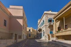 Rue avec de vieilles maisons dans la ville d'Ermopoli, Syros, Grèce Photographie stock libre de droits