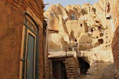Rue avec des maisons dans la ville de Candovan Photo stock