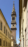 Rue avec la cloche-tour de Minster, Alexandrie, Italie images libres de droits