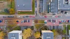 Rue avec la vue aérienne supérieure de voitures du bourdon Image stock