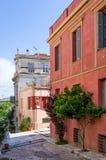 Rue avec les bâtiments néoclassiques en voisinage de Mets, Athènes, Grèce photographie stock libre de droits