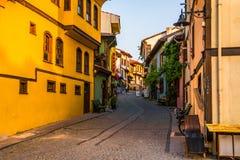 Rue avec les Chambres et les pavés colorés dans la ville d'Eskishehir, Turquie photo libre de droits