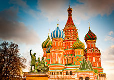 rue carrée rouge de Moscou Russie s de cathédrale de basilic Photo libre de droits