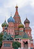 rue carrée rouge de Moscou Russie s de cathédrale de basilic Image libre de droits