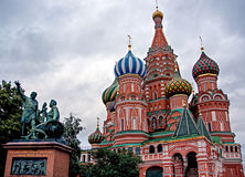 rue carrée rouge de Moscou Russie s de cathédrale de basilic Images libres de droits