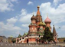Rue Cathédrale de basilic à Moscou Photographie stock libre de droits