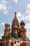 Rue Cathédrale de basilic à Moscou Photo stock