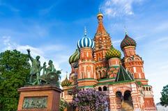 Rue Cathédrale de basilic à Moscou, Russie Photo libre de droits