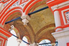 Rue Cathédrale de basilic, grand dos rouge, Moscou, Russie Images stock