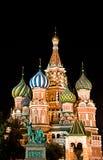 Rue Cathédrale de basilic sur le grand dos rouge, Moscou, Russie Image stock
