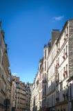 Rue Cler grannskap, Paris, Frankrike Arkivfoto
